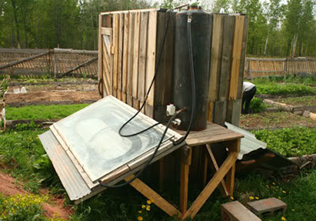 DIY Wood Pallet Solar Shower