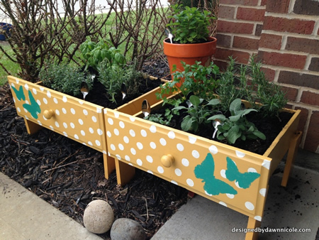 Wonderful DIY Old Drawer Raised Herb Garden Beds