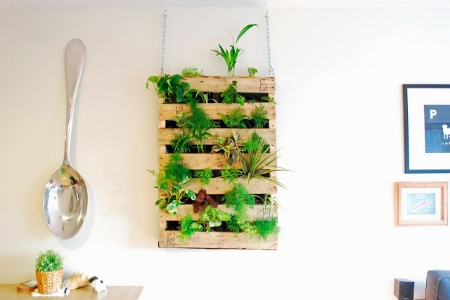 DIY Wood Pallet Living Wall